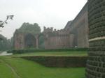 Un cortile esterno del castello